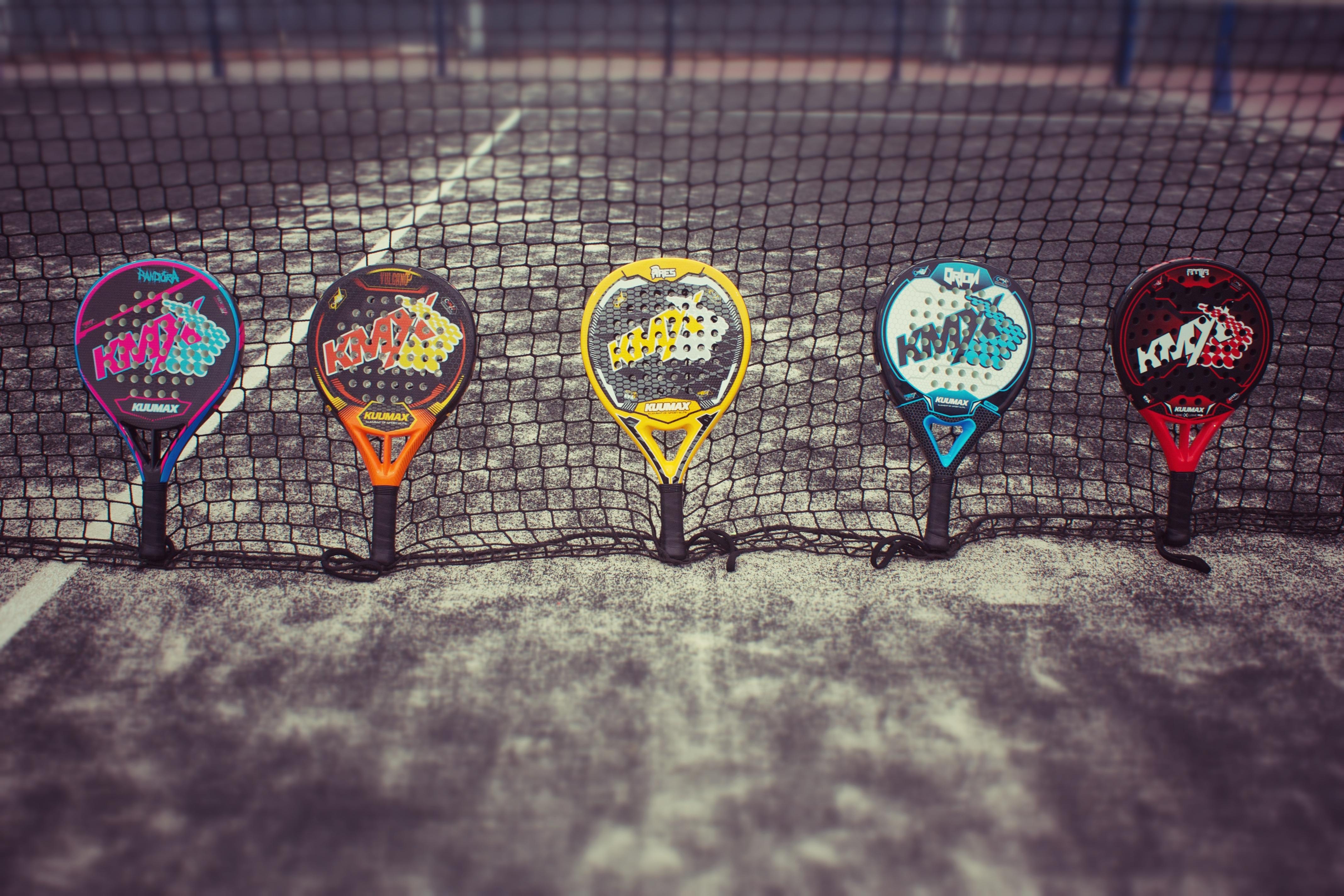 Le terrain et l'équipement du paddle tennis